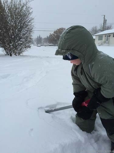 5 Quick Winter Activities Shovelling
