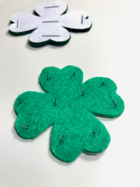 TheInspiredHome.org // DIY Simple Felt Shamrock Hair Clip for St. Patrick's Day! Includes free printable template.