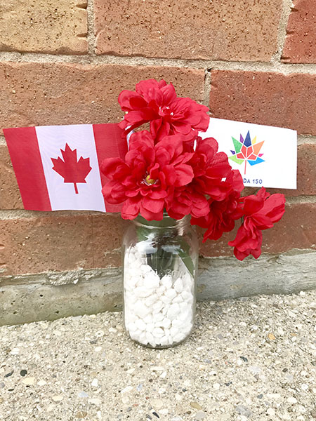 TheInspiredHome.org // Two beautiful Canada Day centerpiece crafts to spruce up your party. Using mason jars and a few dollar store items, everyone will be sure to notice!