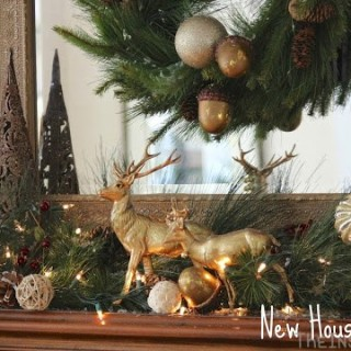 Mantel Monday: Christmas Mantel Link-Up