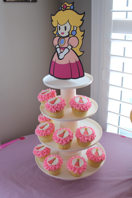 Princess Peach Cupcakes & Centerpiece