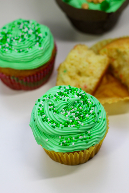 TheInspiredHome.org // St. Patricks Day Cupcakes - a simple recipe straight from the box. Perfect to make with toddlers & older kids.