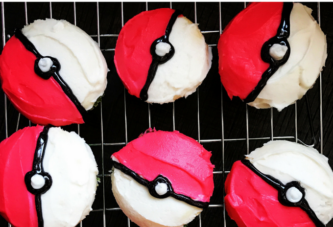 the-inspired-home-easy-peasy-pokeball-cupcakes