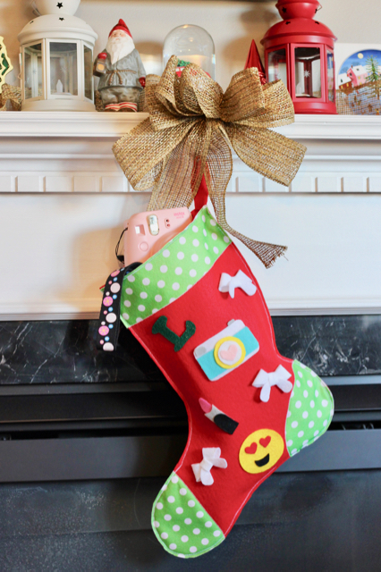 TheInspiredHome.org // DIY Teen Girl Stocking - white up this simple felt stocking for the hard-to-buy-for teen girl in your life. Just fill with goodies!