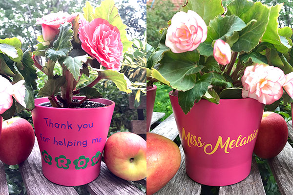 TheInspiredHome.org // If you're looking for beautiful personalized teacher gifts, why not pull out your Cricut and some vinyl to make these beautiful flower pots.